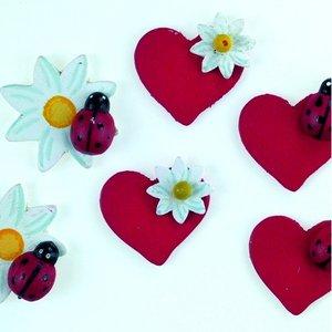 Billigtpyssel.se | Dekor trä 30 mm - 24 st. hjärtan / blommor med nyckelpiga