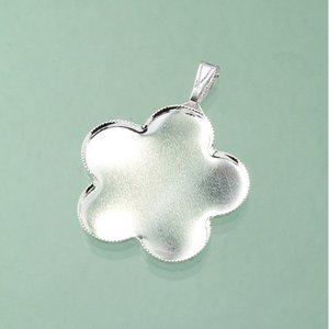 Billigtpyssel.se | Hängsmycke blomma för mosaik ø 36 mm - försilvrad med ögla