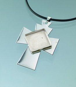 Billigtpyssel.se | Hängsmycke kors för mosaik 35 x 50 mm - försilvrad svart band