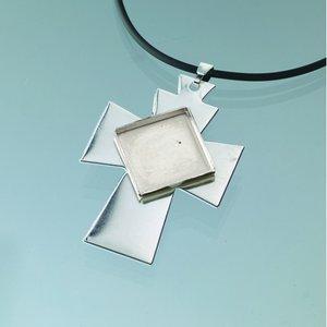 Billigtpyssel.se   Hängsmycke kors för mosaik 35 x 50 mm - försilvrad svart band