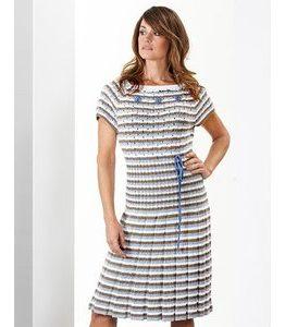 Billigtpyssel.se | Stickmönster - Stickad klänning med broderade blommor
