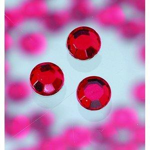 Billigtpyssel.se | Strasstenar ø 3-5 mm - siam ruby 20-pack påstrykes